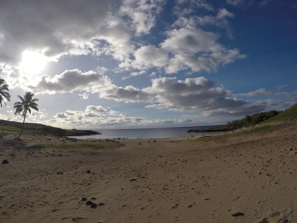 Anakena: Praia polinésica na Ilha de Páscoa