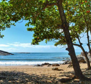 Praia dos Padres: paraíso escondido em Guarapari – ES